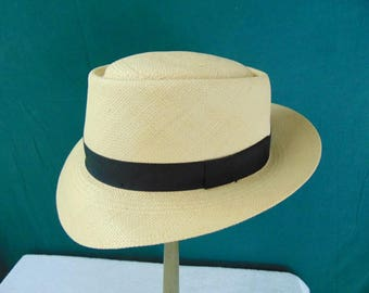 Vintage Fedora Hat size (est.7 3/8) front to back 8 1/4in. side to side 6 1/2in. Brim 2 1/4in. Crown 4in.