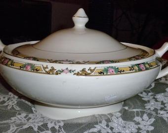 Vintage Covered vegetable/serving bowl with lid