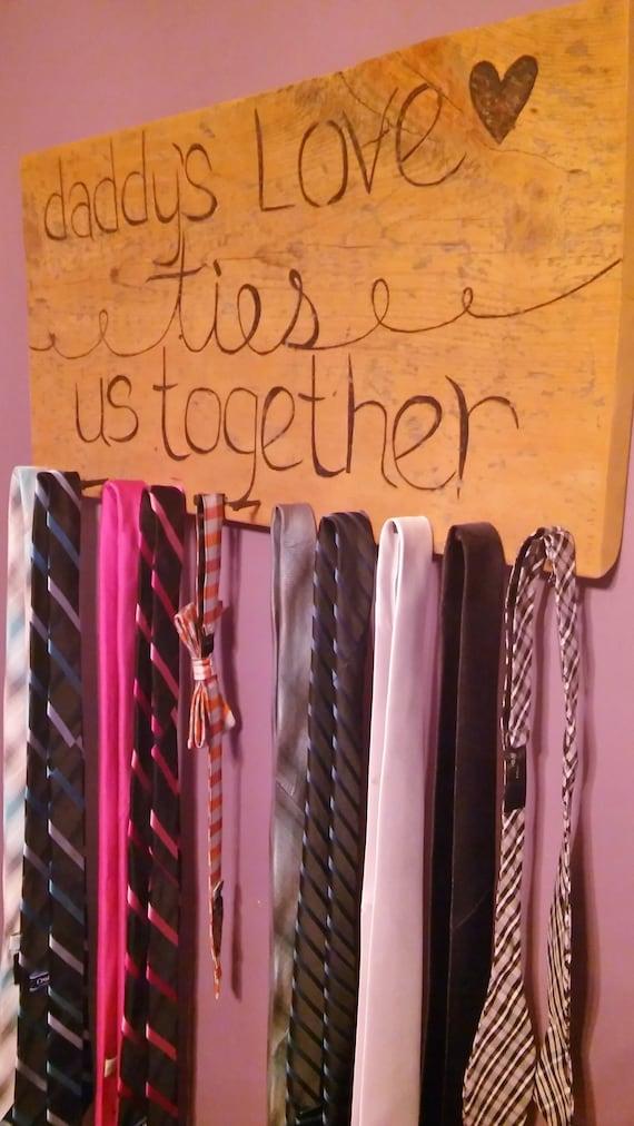 Rustic Barnwood Tie Rack - Daddy's love ties us together BEIPhxs86J