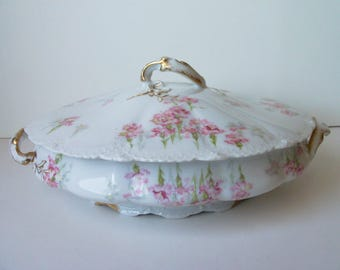Fancy Vintage Limoges porcelain casserole/soup bowl with lid. France (#EV124)