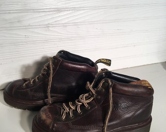 Dr. Martens Brown industrial vintage 8 lace up boots Air cushion sole size 7 US doctor doc platform laces grunge preppy worker sturdy