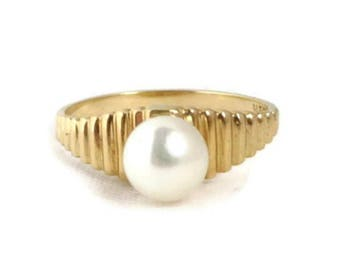 14K Gold Pearl Ring - Vintage Solitaire Pearl Ridged Gold Band Ring, Genuine Pearl Ring, Gift Idea, Size 6.5