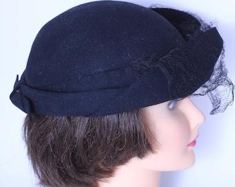 Rugissant des années 20 chapeau cloche en noir