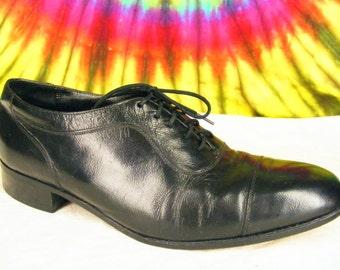 Size 8.5 D mens vintage black leather Florsheim cap toe oxfords shoes