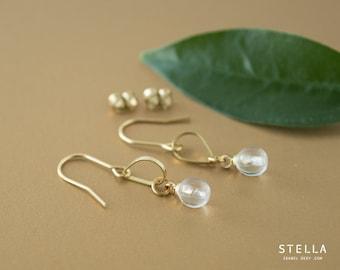 Boucles d'oreilles goutte laiton brut et perle de verre 6mm, bijou laiton doré, pendants oreilles laiton, bijou or perle de corail rouge