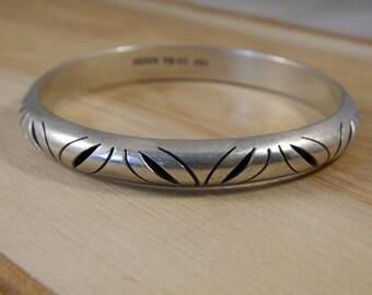 Vintage Sterling Silver Mexican Bangle Bracelet, TH53 Carved Stacking Bracelet, Vintage Solid Silver Bangle Bracelet, Vintage Silver Bangle