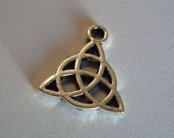 Triquetra Trinity metal bow charm Foundation