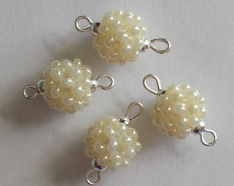 4 beads seed connectors (2.5 mm) mother of Pearl ivory