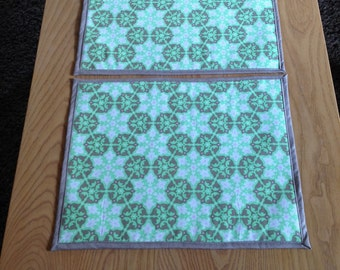 Medallion Print Green/Taupe Placemats Set of 2