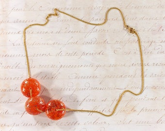 Gold-colored necklace with large Vintageperlen