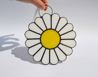 White Daisy Flower Stained Glass Ornament - Spring Wall Art Decor - Floral Suncatcher Window Decoration - Gift Girl First Communion