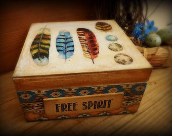"Jewelry box ""Free spirit"", decorative box with lid, decoupage box, box with feather, native american style,wooden box with lid,feather decor"