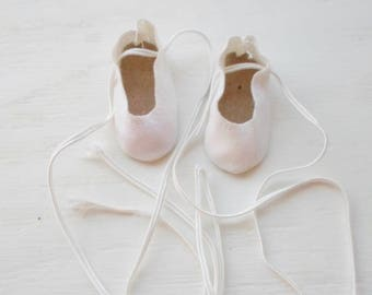 Vintage Small Doll Shoes, White Faux Suede, Lace Up, Tiny Doll Shoes, Replacement Doll Shoes, Doll Supplies, Slip On Doll Shoes, Dolls