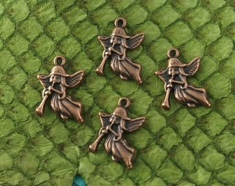 Angels w/ Trumpet in Antique Copper Finish, Lead & Nickel-free Base Metal Charms - 4 per pack