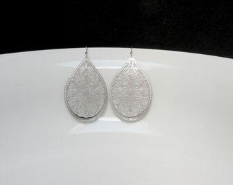 silver filigree earring , laser filigree earring , machine cut earrings , filigree drop earrings , lightweight earrings , filigree dangle