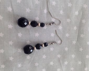 Earrings dangling with noirees beads and silver