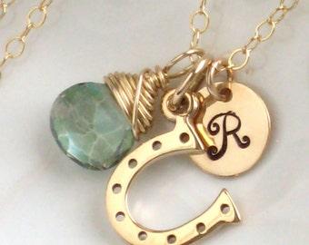 Fer à cheval & Collier de pierres précieuses • initiale • porte-bonheur • couleur personnalisée • personnalisé • équestre • amant cadeau • cheval cavalier