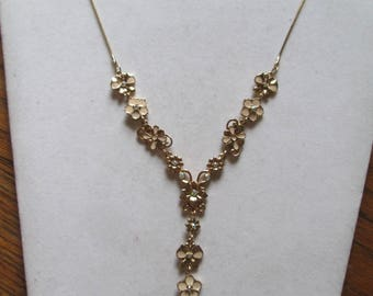 1980's pretty gold linked flower necklace with crystal rhinestone accents