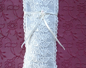 Linen and Lace Rosebud Scented Sachet