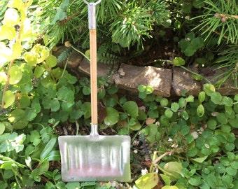 Miniature Snow Shovel, Wood Handle Mini Shovel, Dollhouse Miniature, 1:12 Scale, Mini Shovel, Dollhouse Home & Yard Decor, Topper