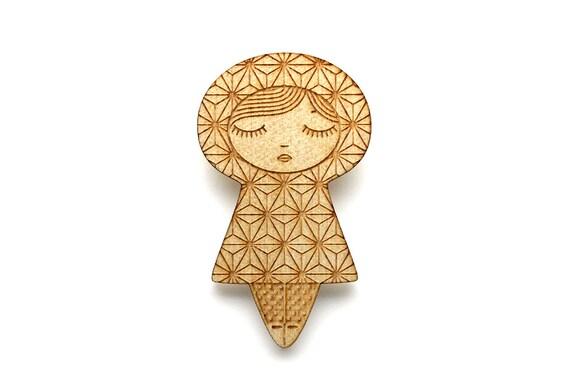 Doll brooch with Asanoha pattern - kokeshi pin - Japanese jewelry - graphic matriochka - russian doll jewellery - lasercut maple wood