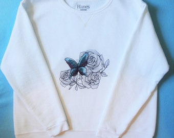 Sweatshirt Embroidered with Roses and Butterfly in Shades of Red and Blue
