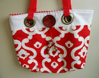 Large geometric grommet handbag
