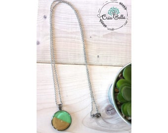 Collier vert menthe, collier bois résine, collier rond, collier en bois , bijou vert menthe, pendentif, collier original, long collier rond