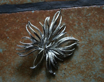 Vintage Unmarked Silver Tone Pin Or Brooch Leaf Motif