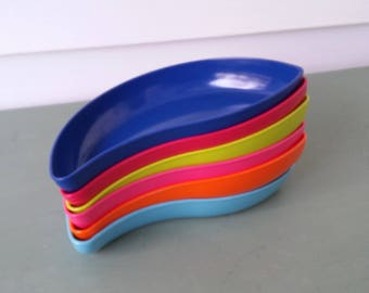 A Vintage 1970's Set Of 6 Retro Multi Colored Plastic Kidney Shaped Snack Bowls