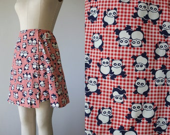 vintage 1960s skort / 60s red gingham panda skort / 60s novelty print scooter skirt / 60s mod skort / medium 26inch waist