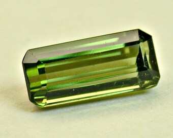 Vintage GREEN TOURMALINE Loose Faceted Emerald Cut Gemstone 1.95 cts fg171