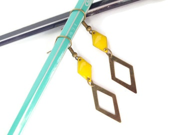 Graphic earrings yellow and brass