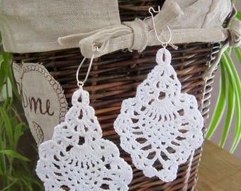 Earrings creating crocheted cotton, white, single model