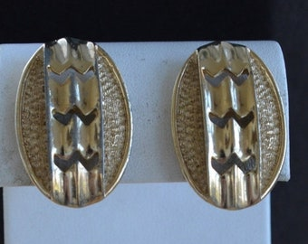 On sale Pretty Vintage Gold tone Contemporary Clip Earrings, Sarah Coventry