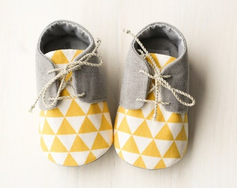 Baby boy shoes, baby boy gift, yellow gray baby shoes, Baby boy outfit, Grey baby shoes, Baby slippers, baby oxfords, Baby shower gift