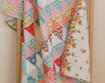 "Quilted triangles, colorful triangles, modern patchwork, baby quilt, Crib Size 47 ""x63"" (120x160 cm) free shipping"