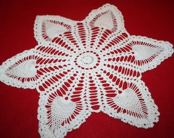 Vintage Hand Crocheted Doily- Pineapple design- 14 inch