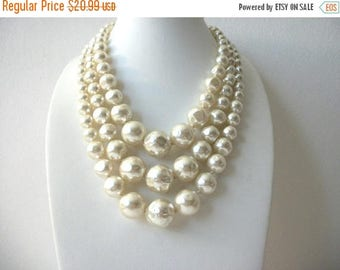 ON SALE Vintage 1940s JAPAN Glass Dipped Molded Pressed Faux Pearls Shorter Length Heavier Necklace 81216