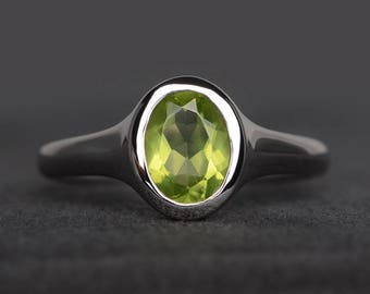anniversary ring natural peridot ring August birthstone oval cut green gemstone solitaire ring sterling silver ring