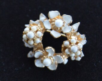 Cute Vintage White Enamel, Gold tone Floral Scatter Pin  (L5)