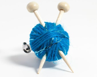 Sparkly Blue Wool Knitter's Brooch - Yarn Ball and Knitting Needles