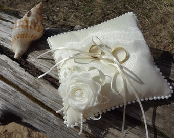 Beach wedding pearl ring pillow Ivory Rose ring bearer pillow Pearl ring pillow Ivory beach wedding cushion Elegant pillow Pearl Cushion