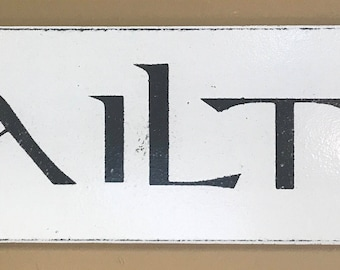 Vintage Styled Gaelic Welcome Sign/ White