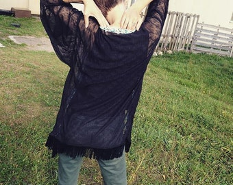 Black detentelle fringe kimono.