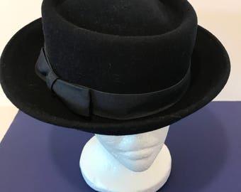 Vintage Bellini Originals Ladies Dark Navy Blue Wool Hat with Black Ribbon Band