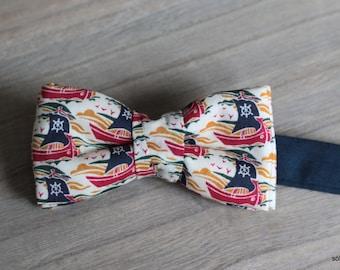Mini Bow 2 - Pirate ship. Pajarita para niño o bebé hecha a mano con tela Liberty de algodón de gran calidad.