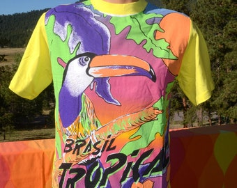 vintage 80s tee BRASIL tropical parrot jungle bright t-shirt Medium Large brazil rainbow