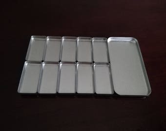10 Small Pans + 1 Large Pan + 1 Magnet to Make Your Own Palette