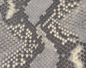 Coupon de cuir de vachette gris imprimé python